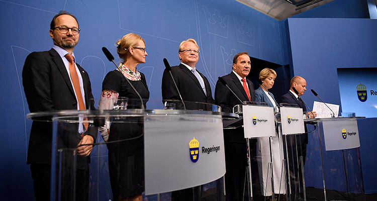 Ny regering. Stefan Löfven presenterar sina nya ministrar Tomas Eneroth och Heléne Fritzon.