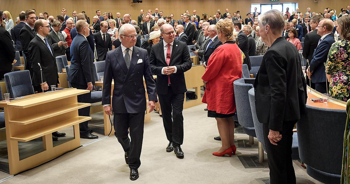 Fullt hus. Kungen tillsammans med tal- mannen Urban Ahlin under riksmötets öppnande.