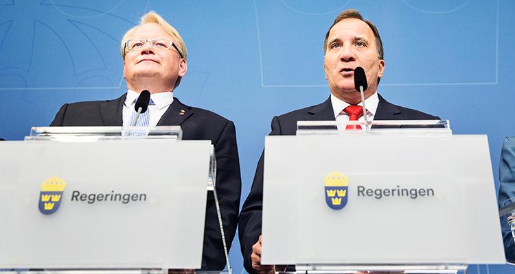27 juli. Stefan Löfven meddelar att försvarsministern sitter kvar. Infrastrukturminister Anna Johansson och inrikesminister Anders Ygeman väljer att avgå.